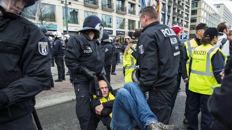 Los euroescépticos se manifiestan contra Merkel en Berlín