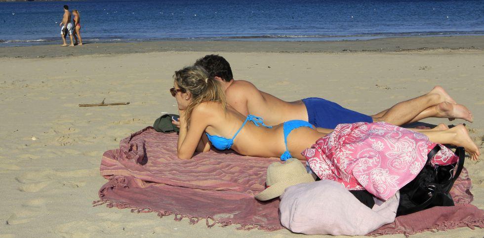 Ayer también hubo mariñanos que aprovecharon para ir a la playa, como en Covas (Viveiro).