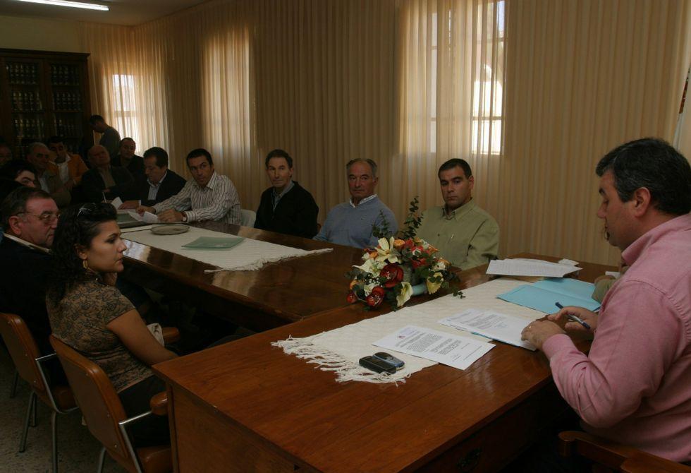 Imagen de archivo de un pleno de Barreiros celebrado en el 2006 para debatir sobre urbanismo.