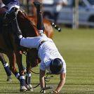 El pr�ncipe Harry de Inglaterra tuvo un percance en un partido de polo