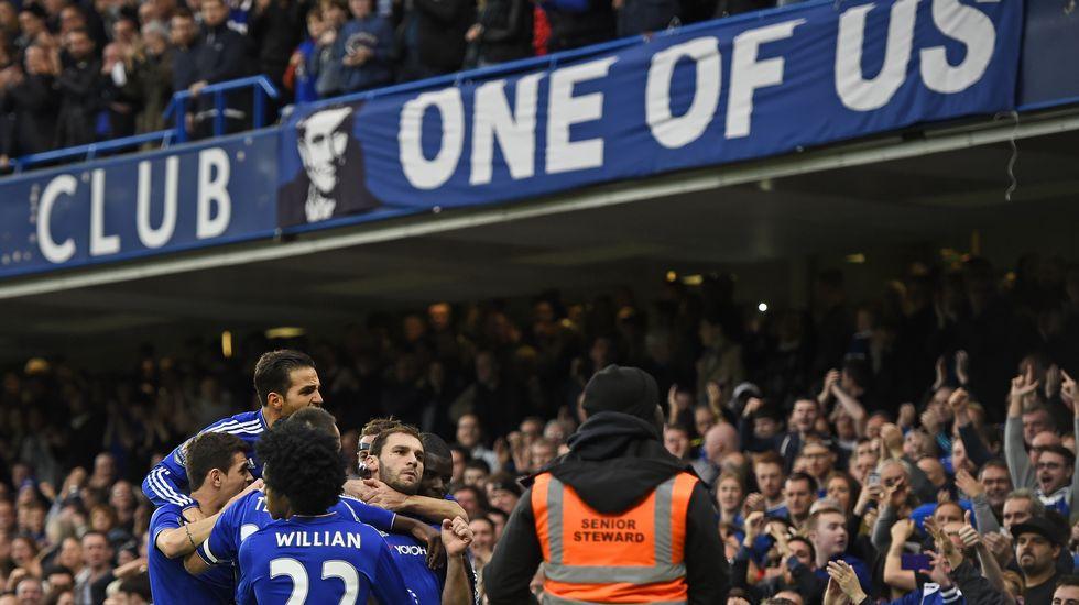 La afición del Chelsea muestra su apoyo a Mourinho