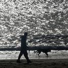 Momento de tiempo en calma en la playa de Coroso, en Ribeira.