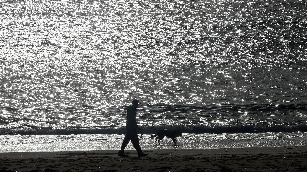 Tiempo en calma en la playa de Coroso, en Ribeira.