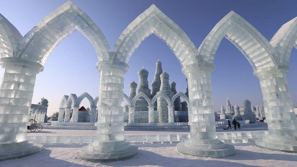 La ciudad está situada en el noreste de China bajo la influencia del duro invierno siberiano. La temperatura promedio en invierno es de -16,8º C y de 21,2 ° C en verano, si bien puede llegar a temperaturas extremas invernales de hasta -38,1 ° C.