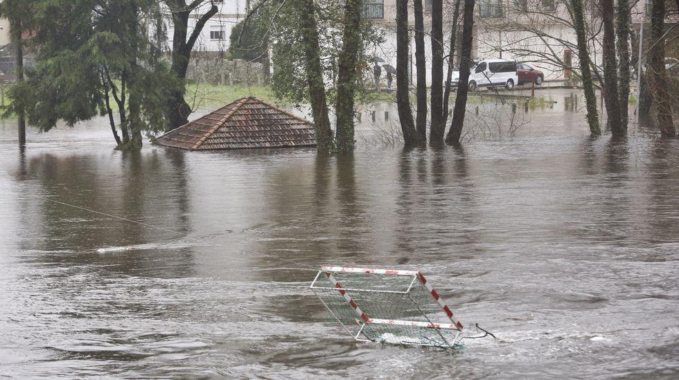 Inundaciones en Caldas por la crecia del río Umia.