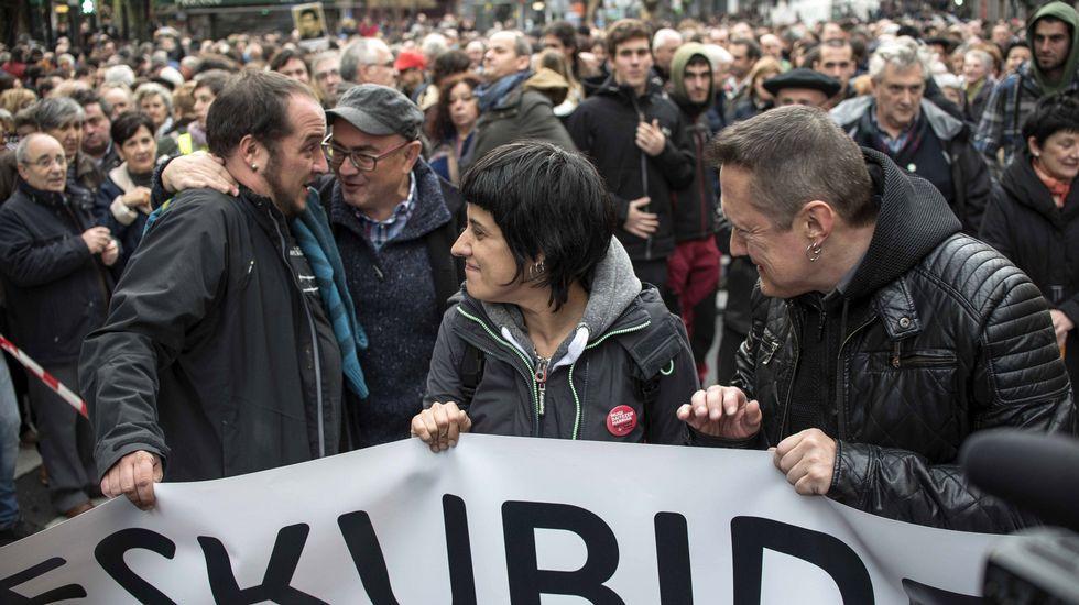 Dirigentes de la CUP, como Anna Gabriel y David Fernández, en una manifestación este sábado a favor de acercar presos de ETA