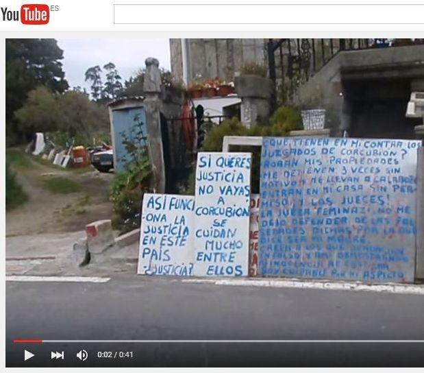 Ángel Souto Bértola sigue difundiendo a través de las redes sociales imágenes de los agentes y de su cartelería insultante.