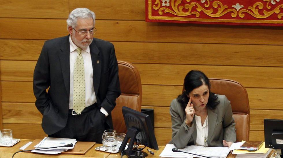 Pilar Rojo, junto a Miguel Santalices en el Parlamento