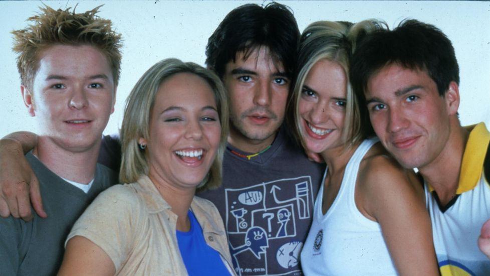 Varios de los protagonistas de la serie «Compañeros», en el año 2000.