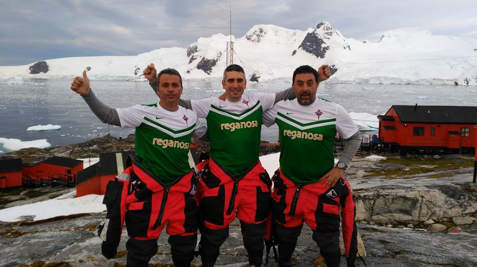 Los tres racinguistas, en la base argentina Primavera.