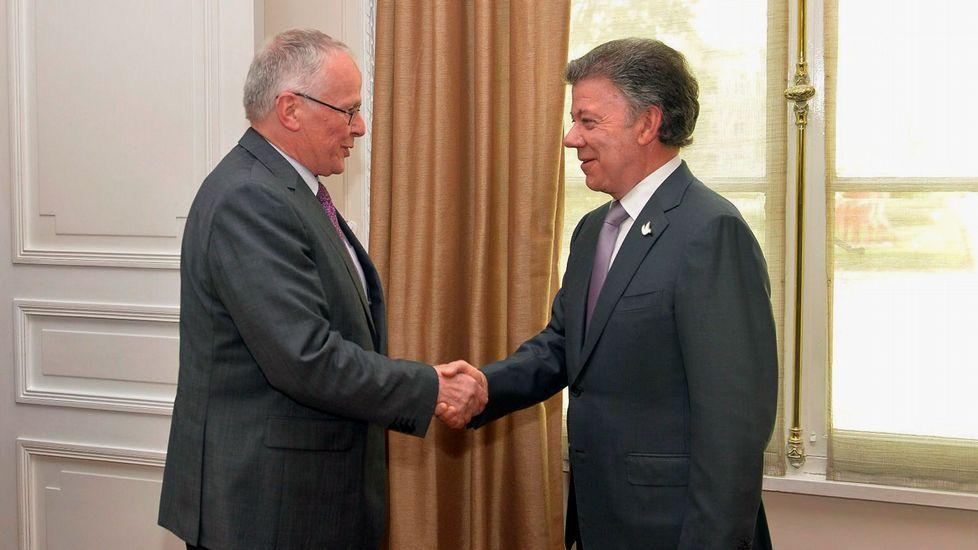 El presidente de Colombia Juan Manuel Santos, durante un encuentro con el enviado especial de Alemania para el proceso de paz con las FARC.