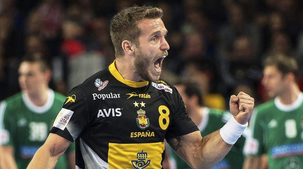 Víctor Tomás celebra un gol a Hungría