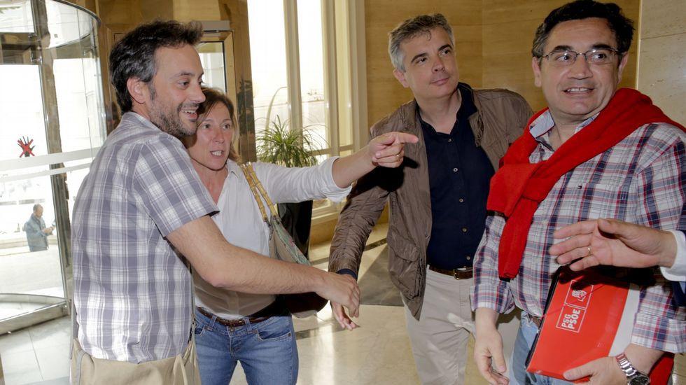 Xulio Ferreiro con concejales del PSOE en una imagen de archivo
