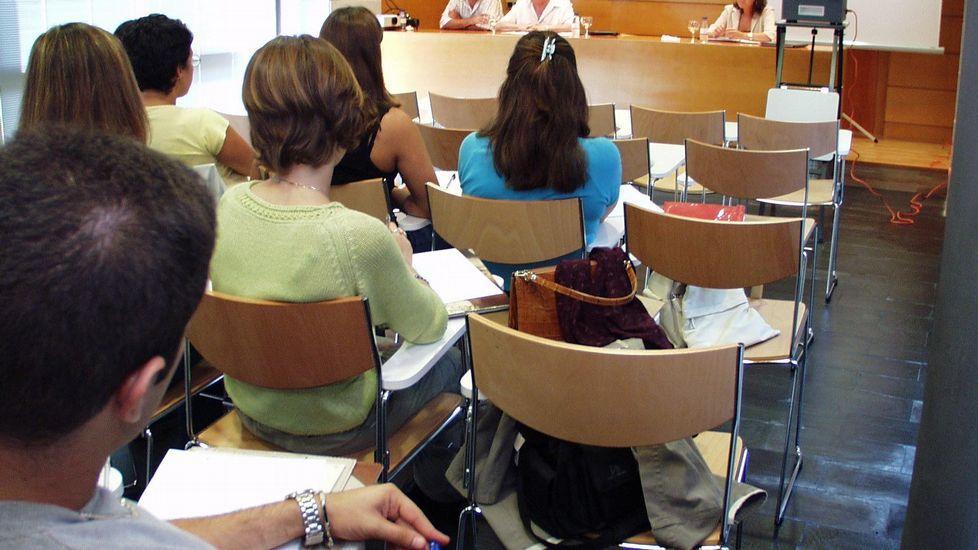 Imagen de archivo. Asistentes a un curso de homeopatía celebrado en el 2004 en O Caraballiño (Ourense).