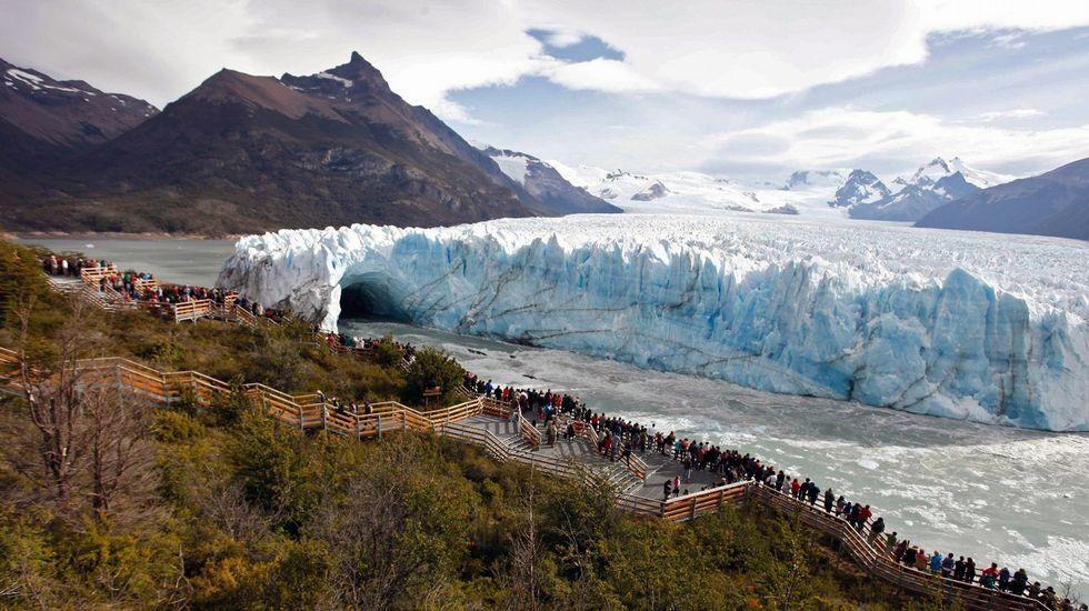 Las imágenes del derrumbe del «puente» de Perito Moreno