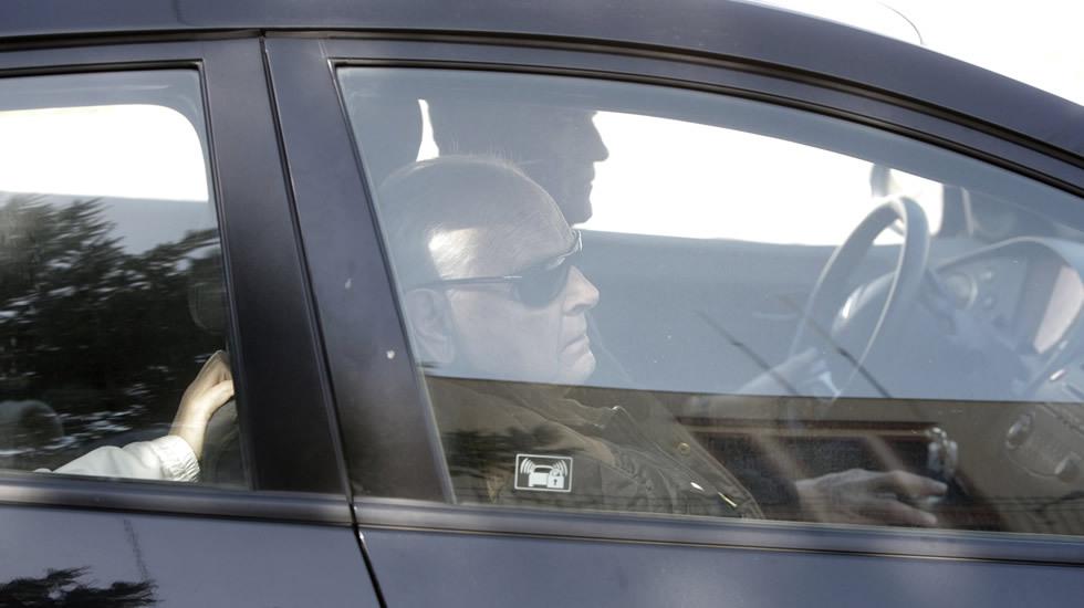 Los agentes llevan al conductor al cuartel de A Guarda