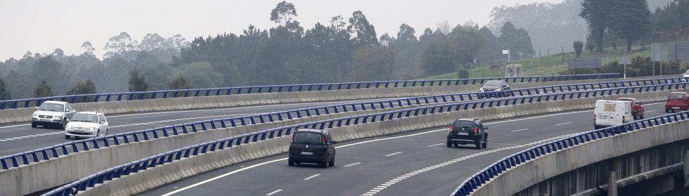 El parque automovilístico no ha dejado de crecer en la comarca mariñana en las dos últimas décadas.
