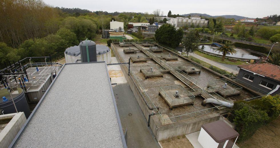 A la izquierda, las instalaciones nuevas, que tratan de paliar las carencias de las antiguas, aunque lo hacen solo a medias.