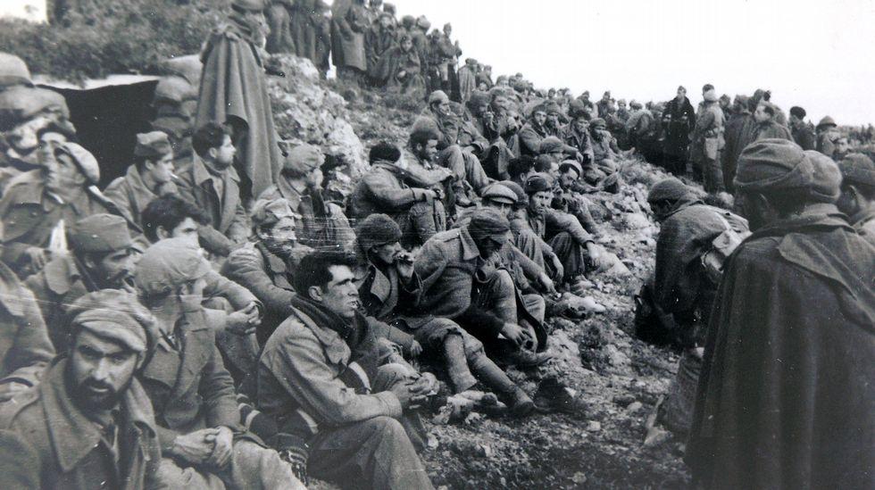 Prisioneros del Ejército republicano. Al fotógrafo le tocó retratar dos grandes reveses republicanos: la batalla de Teruel y la de Belchite