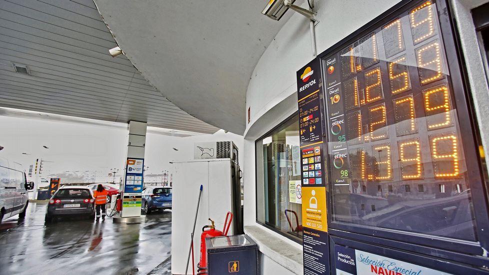 Llenar el depósito en la ciudad cuesta tres euros más que hace mes y medio